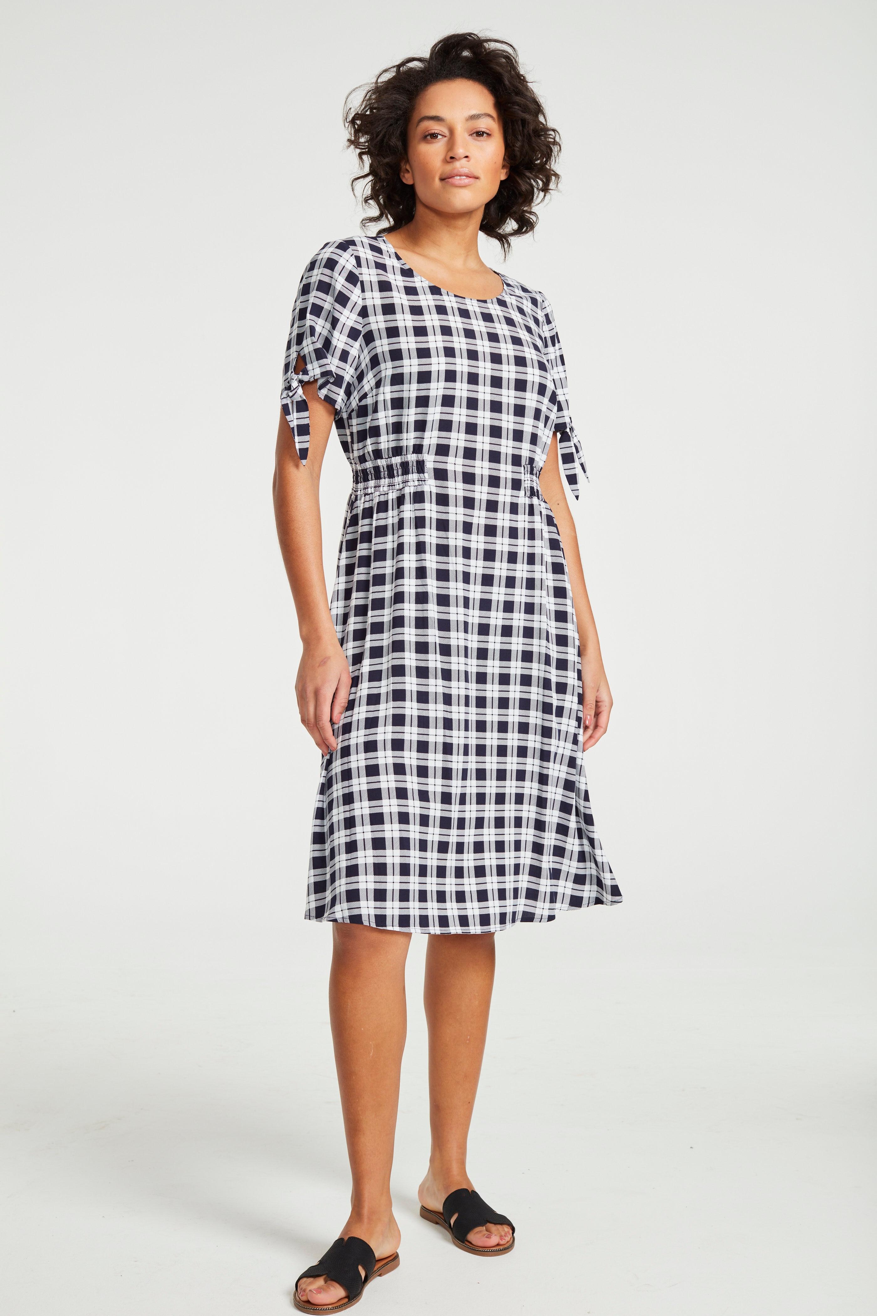 Mönstrad klänning med smock