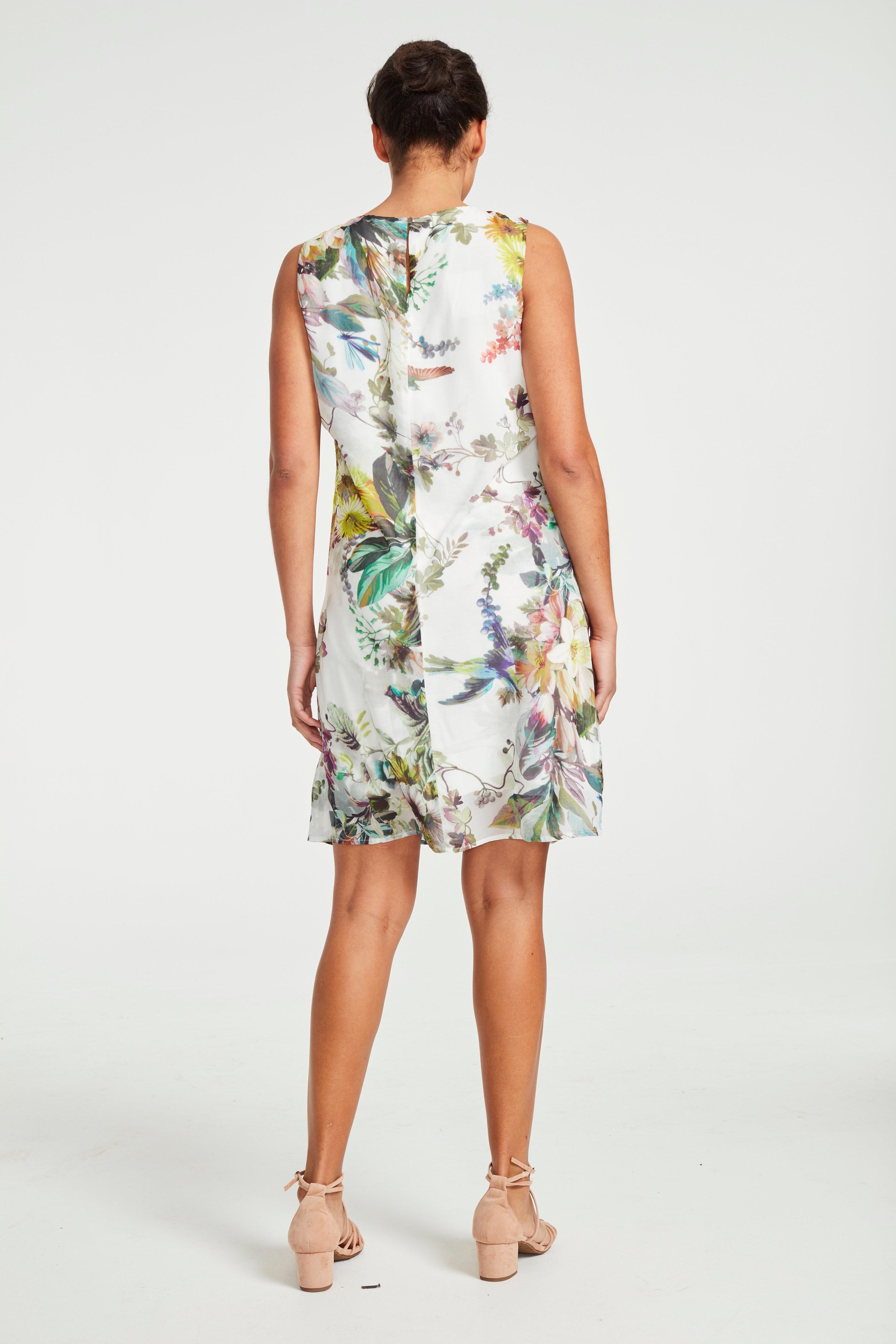 Festfin klänning med blommigt mönster