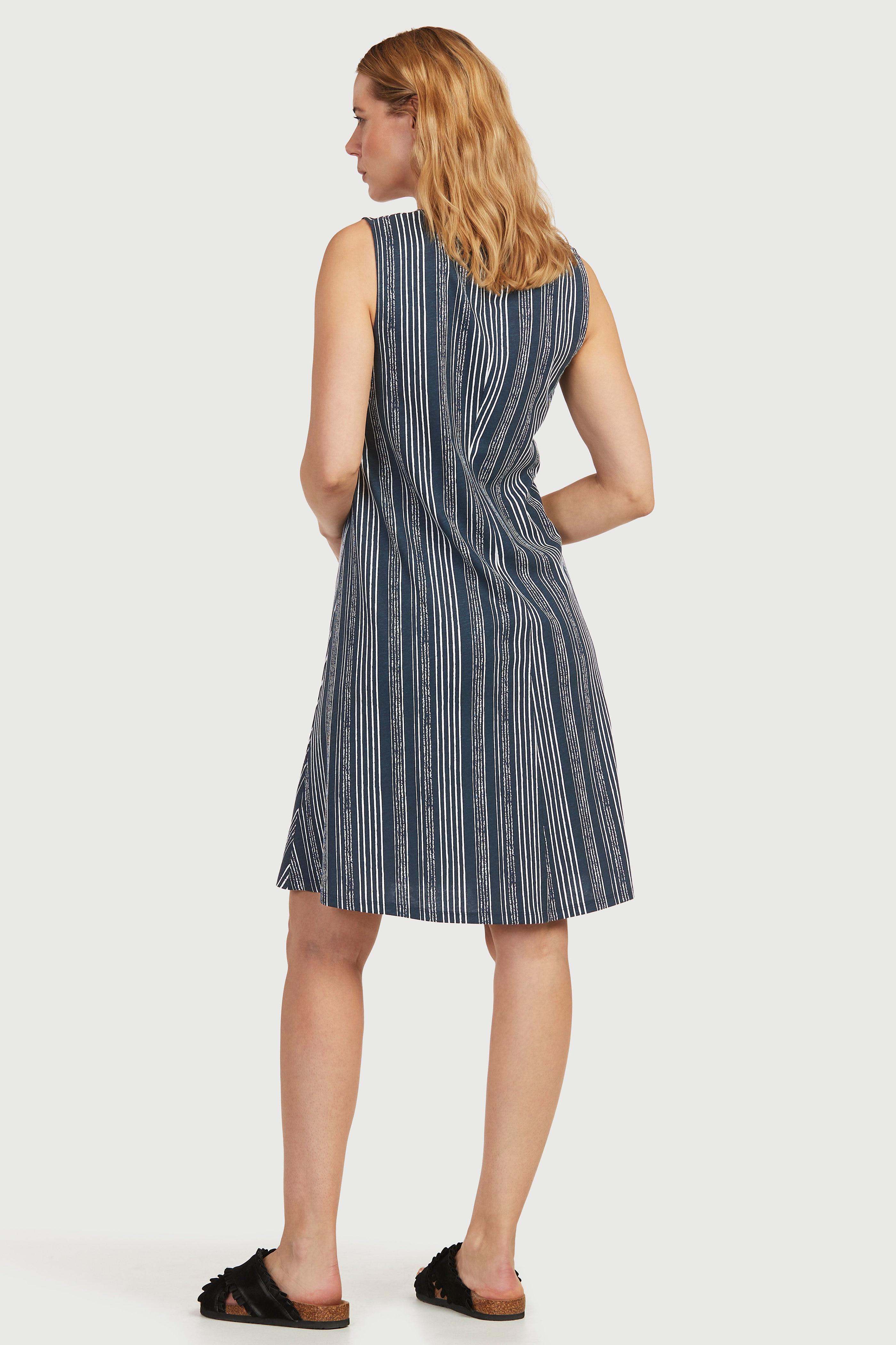 Mönstrad A-linjeformad trikåklänning