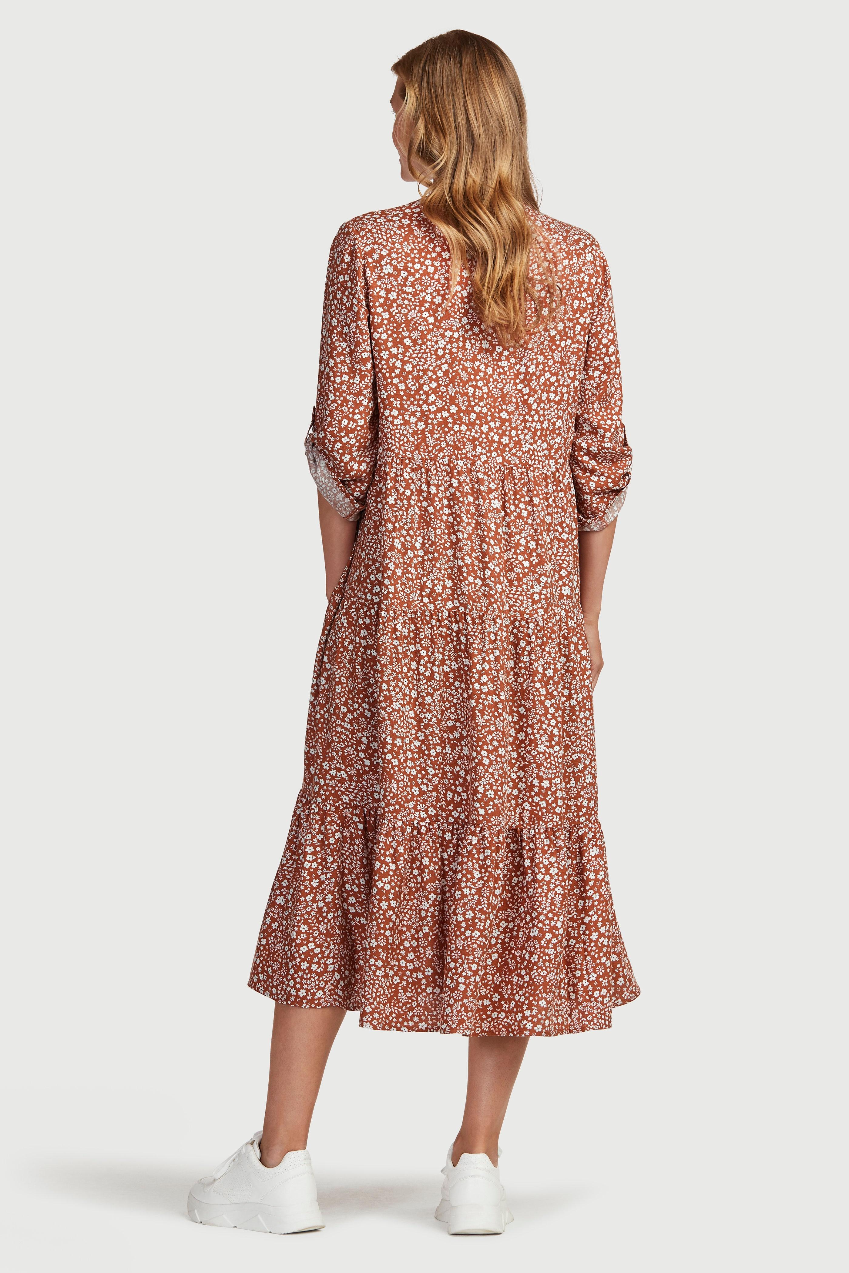 Mönstrad klänning med volanger