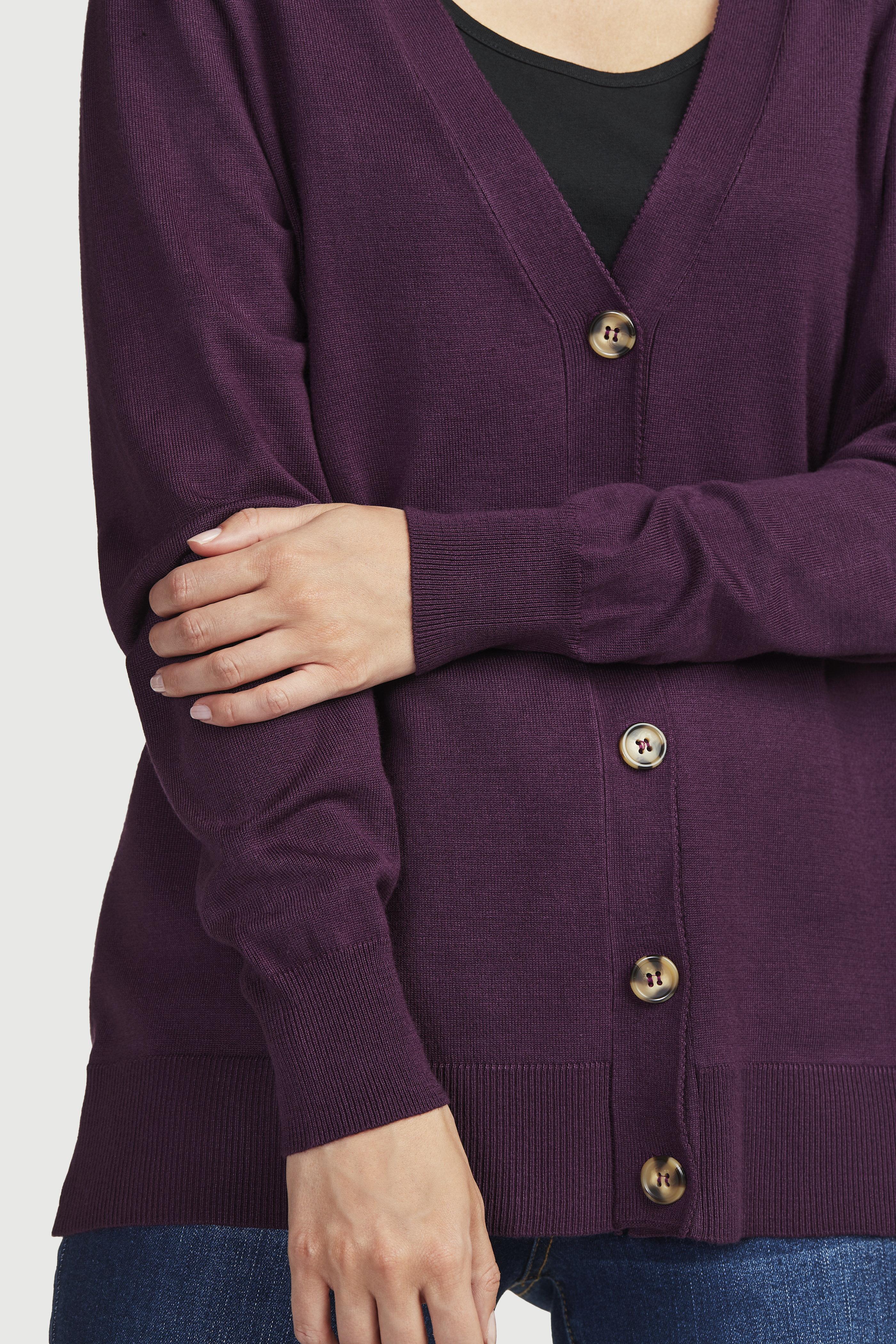 Finstickad cardigan med v-ringning och knappar
