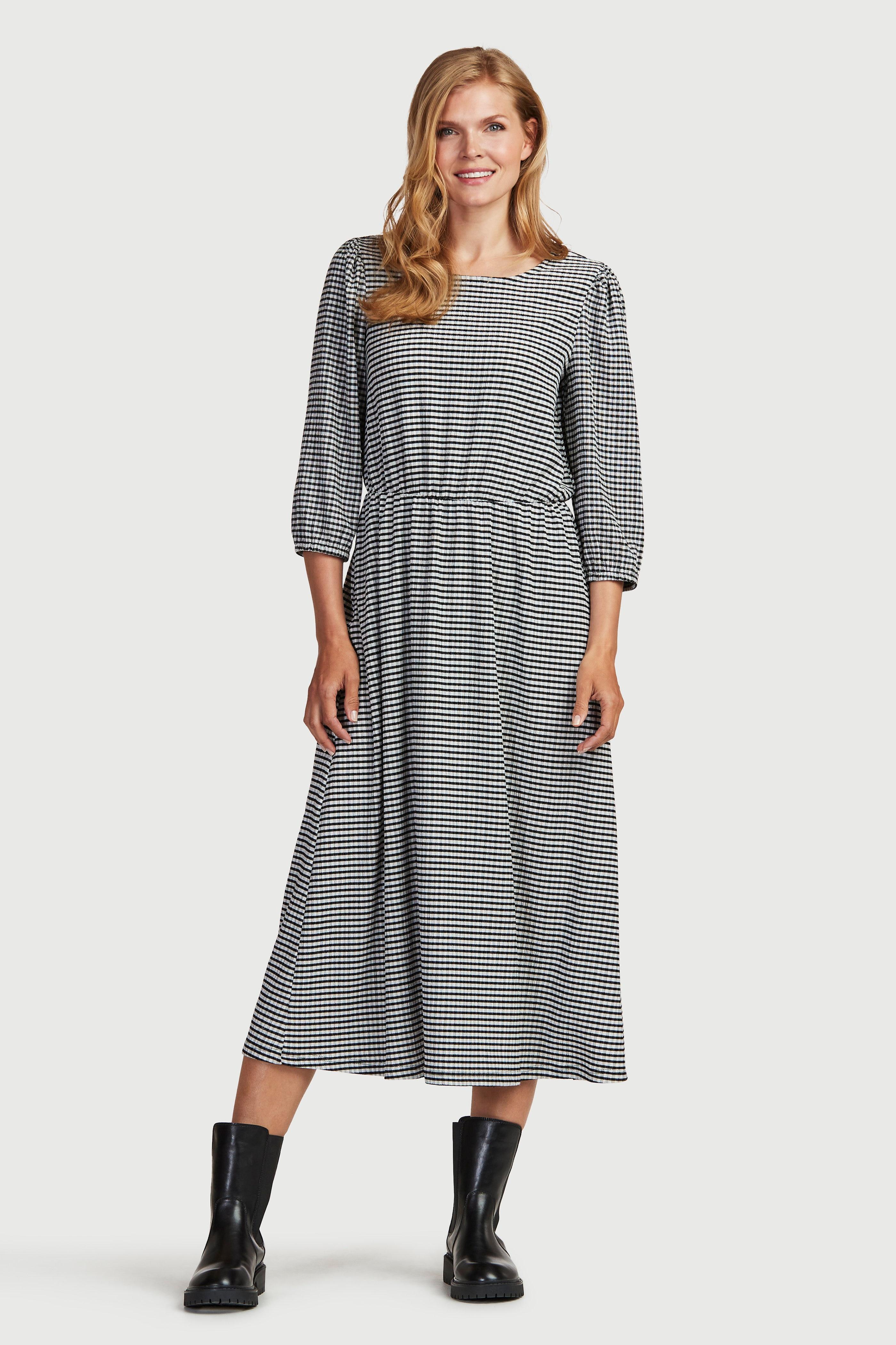 Lång klänning i lätt krinklad trikå