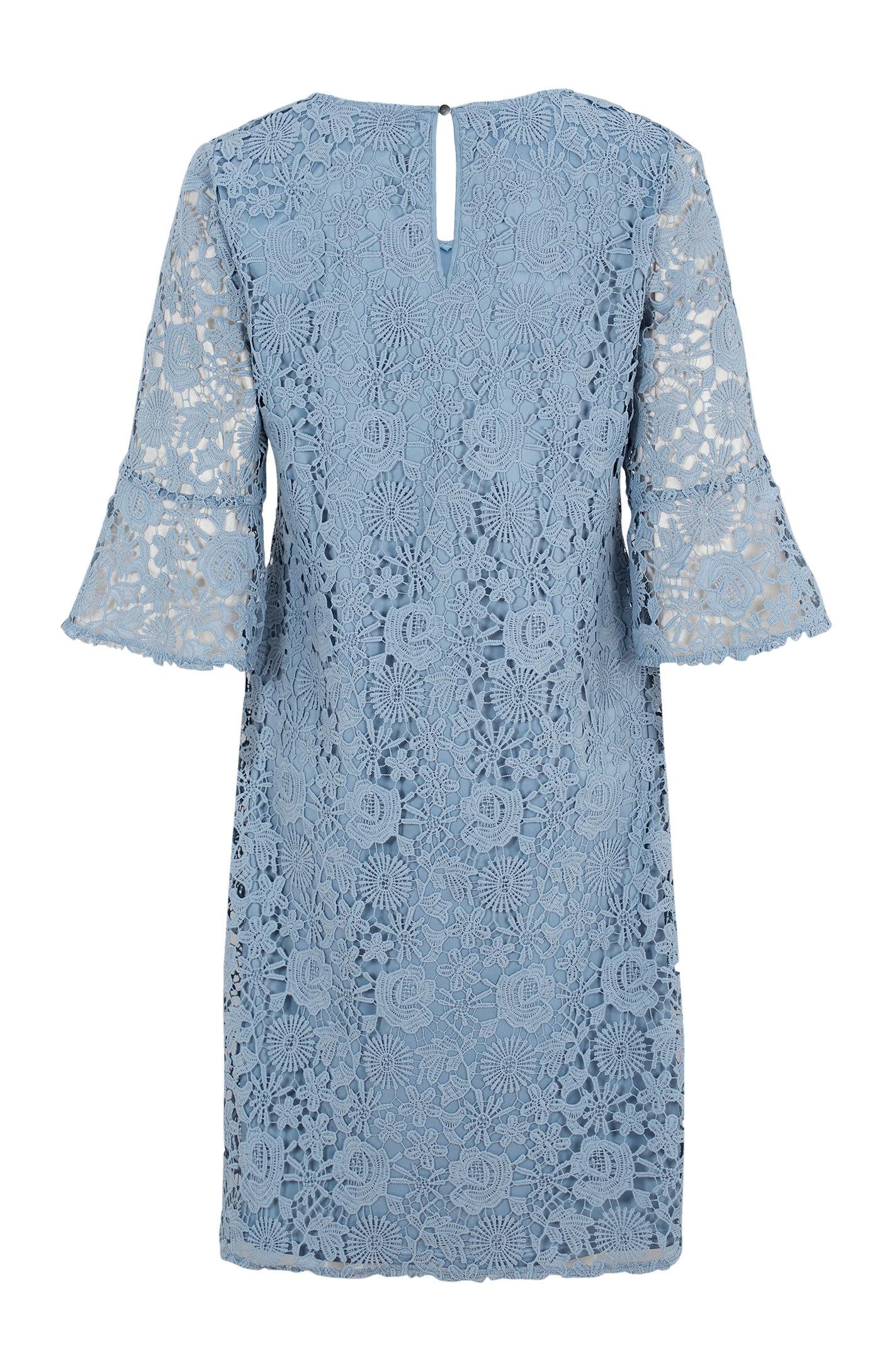 Ljusblå spetsklänning