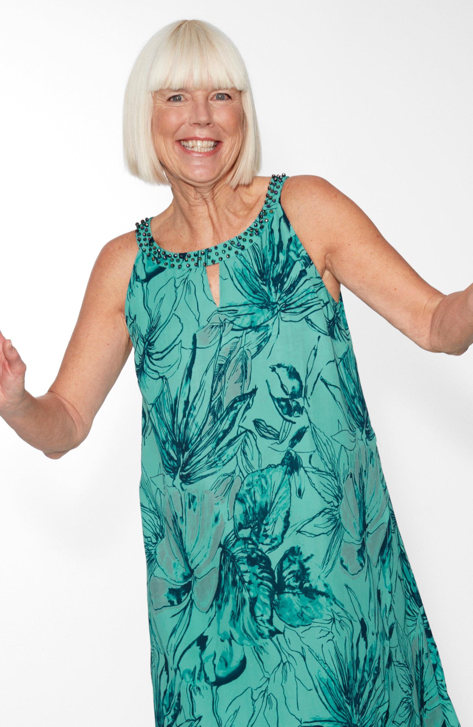 Ärmlös klänning med pärldekor